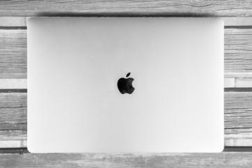 apple laptop
